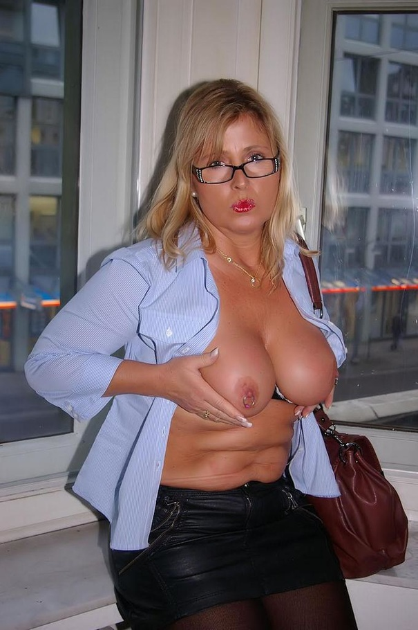 horny secretary sex nude
