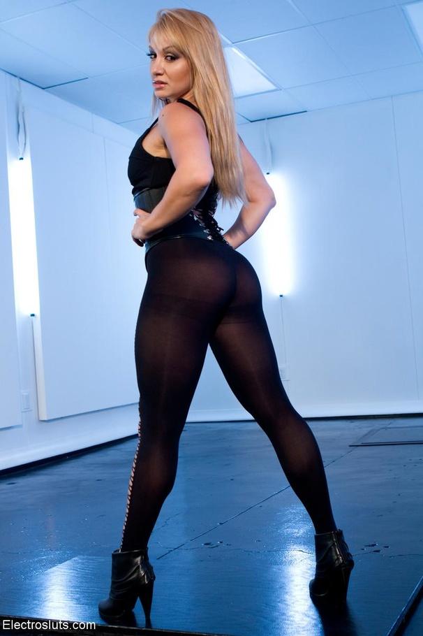 Bodysuit clad Lea Lexis  № 92579  скачать