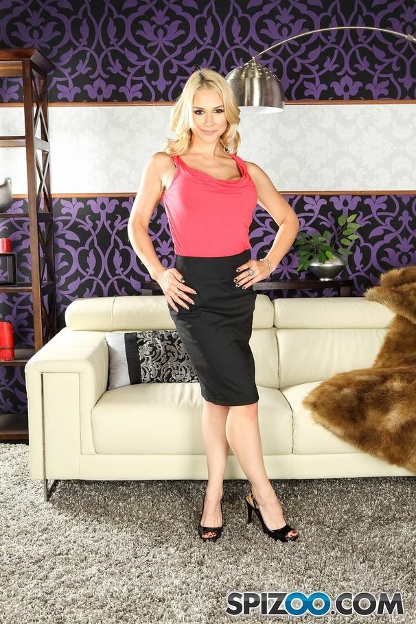 MILF pornstar Sarah Vandella sucks off the longest black cock on the planet № 268025 загрузить
