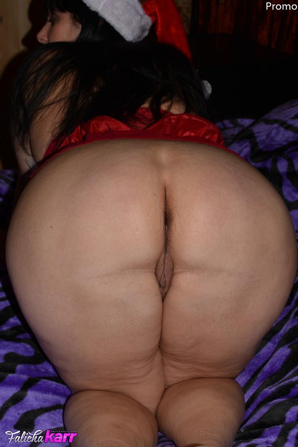 hot mature vixen keeps the christmas spirit golden bbw