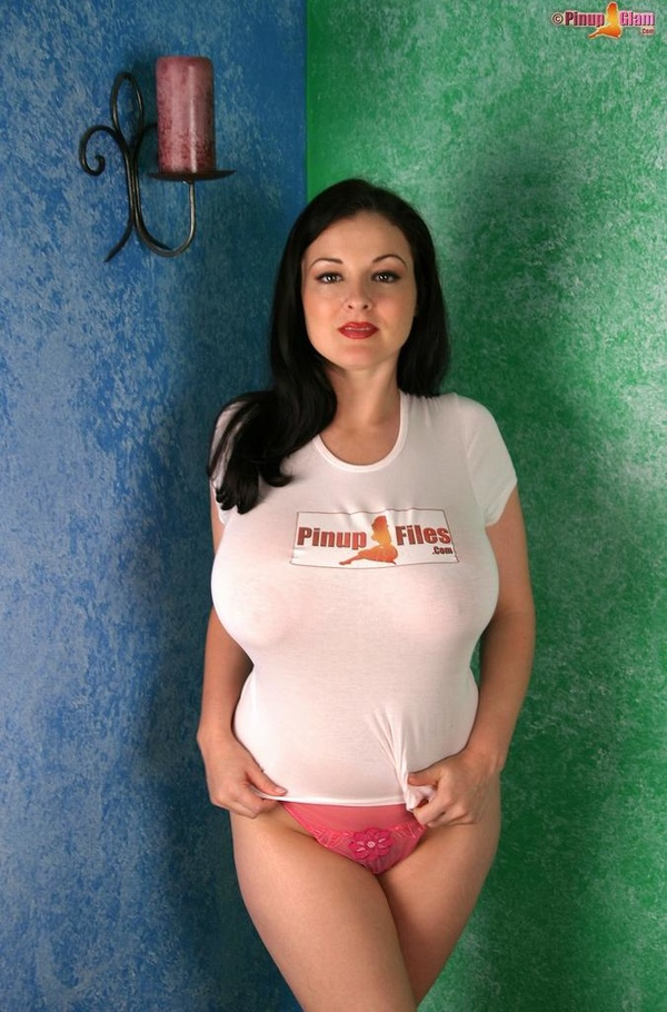 Big tits in tshirt
