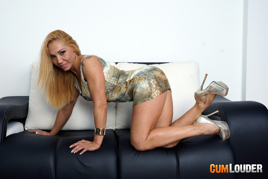 Energetic milf with splendid body Eliss Fire sees her private gyno  239358