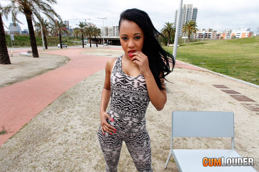 Ebony pornstar Noemilk is capable of handling two super hard dongs № 493935 бесплатно