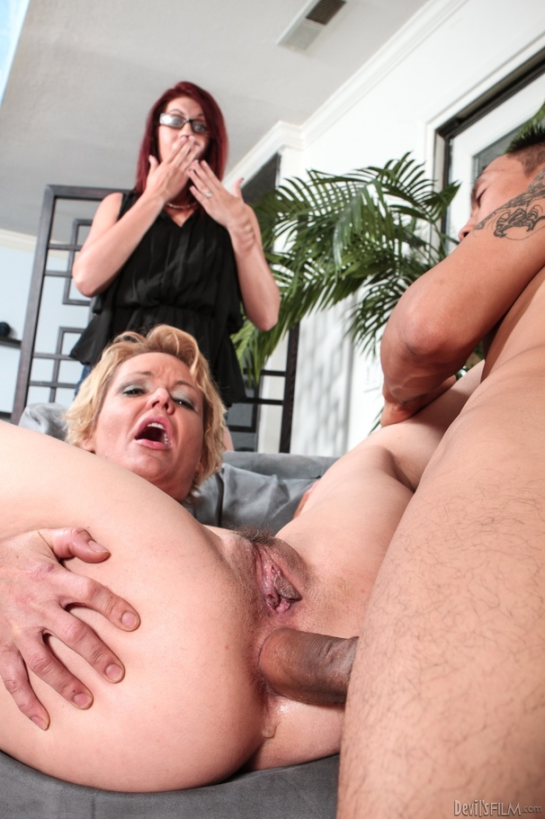 Smirnoff short haired mature kelly leigh xxx cleaning cream filled