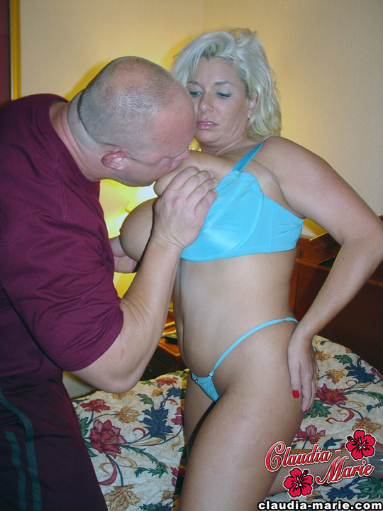 Amateur sex scene on a bed with a fat busty BBW blonde - XXXonXXX - Pic