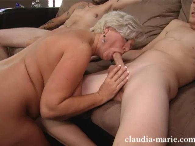 Claudia marie трахается с двумя белыми