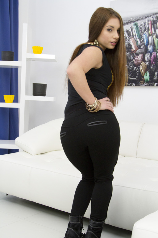 Tight pussy of European chick Jenny Glam mounts thick beaver-cleaver № 208578 бесплатно