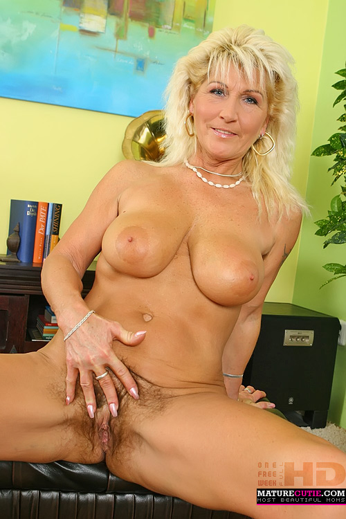 Pussy mom Busty mature