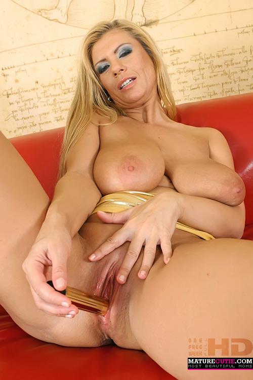 Free mature blond pussy