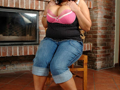 Hairy pussy BBW chick taking off her pink undies and - Picture 3