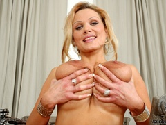 Just check out enormous heavy breasts thsi blonde lusty - Picture 7