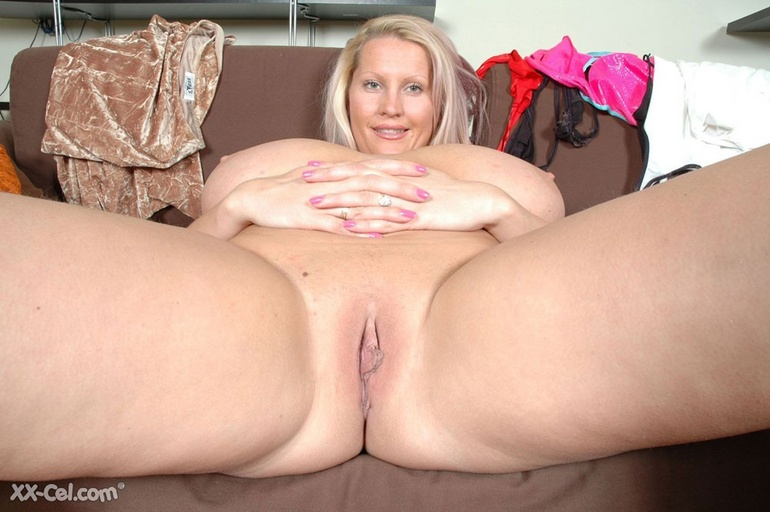 Adorable blonde milf undressing and exposing her - Picture 11