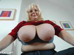 BBW blonde housewife with enormous boobs exposing her - Picture 5