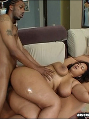 Hot fat ass babe gets slammed in the ass - Picture 12