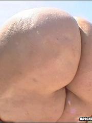 Hot big butt slut fucks a big cock - Picture 1