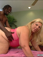 Hot big butt slut fucks a big cock - Picture 7