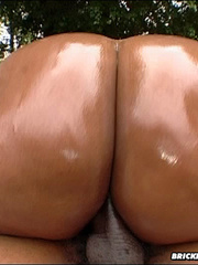 Massive ass stuffed with giant - Picture 7