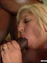 Extra large ass fucked by huge dick - Picture 5