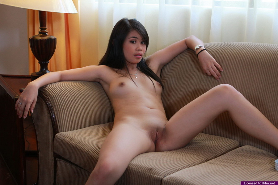 Adorable Queeny unveils her superb body and her yummy bald pussy for us - XXXonXXX - Pic 12