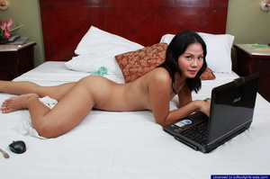 Bebz spreads her pussy lips in front of her webcam to find generous sponsors - XXXonXXX - Pic 8