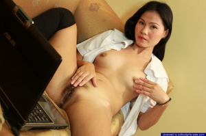 19yo college student earning her pocket money by flashing her pussy on her webcam - XXXonXXX - Pic 9
