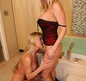 Two Bi Wives Play With Each Other In Tub