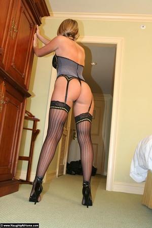 фото проституток в чулках