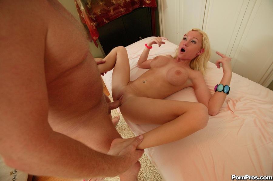 порно видео снял блондинку