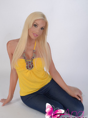 Spectacular Shemale in tight jeans that - XXX Dessert - Picture 5