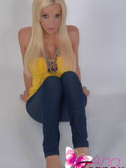 Spectacular Shemale in tight jeans that - XXX Dessert - Picture 6