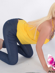 Spectacular Shemale in tight jeans that - XXX Dessert - Picture 12