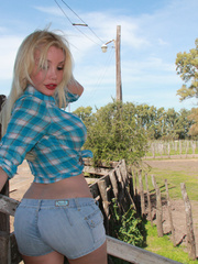 Country Girl Shemale with cowsized tits - XXX Dessert - Picture 4