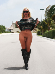Ana Mancini naked in the middle of the - XXX Dessert - Picture 13