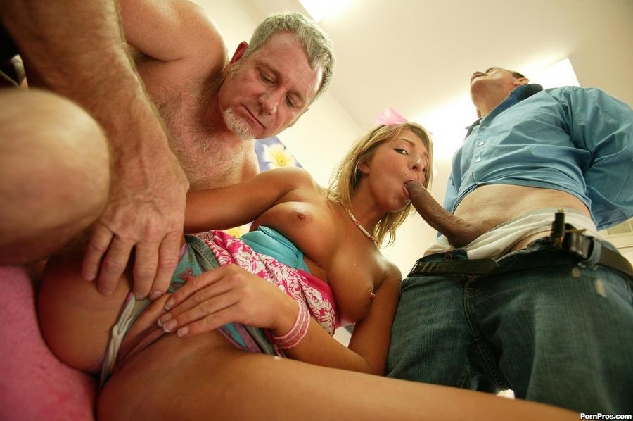 Порно фильм сосет и спит со стариками 27279 фотография