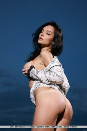 Raven-haired vixen with sultry gaze, lar - XXX Dessert - Picture 8