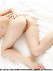 Pale, nubile skin, wide open poses, erotic - XXX Dessert - Picture 8