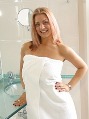 Inside the Loo With Hayley - Sexy Women in Lingerie - Picture 1