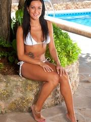 Megan strips off her bikini - Sexy Women in Lingerie - Picture 2
