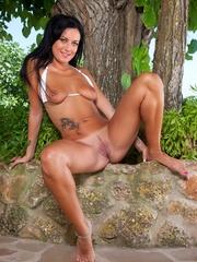 Megan strips off her bikini - Sexy Women in Lingerie - Picture 10