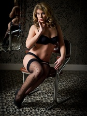 Betty in black lingerie - Sexy Women in Lingerie - Picture 1