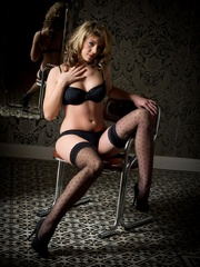 Betty in black lingerie - Sexy Women in Lingerie - Picture 2