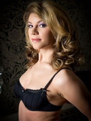 Betty in black lingerie - Sexy Women in Lingerie - Picture 3