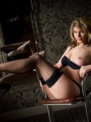 Betty in black lingerie - Sexy Women in Lingerie - Picture 8