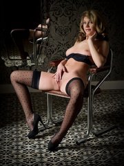Betty in black lingerie - Sexy Women in Lingerie - Picture 12