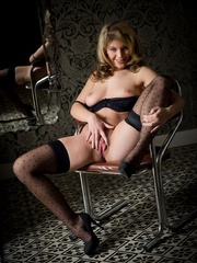 Betty in black lingerie - Sexy Women in Lingerie - Picture 14