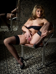 Betty in black lingerie - Sexy Women in Lingerie - Picture 15
