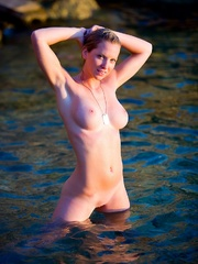 Jenna in cold water. - Sexy Women in Lingerie - Picture 9