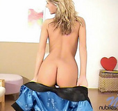 Blonde teenie jujana posing after shaving tight…