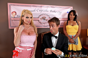 Taylor enters a cup cake contest every y - XXX Dessert - Picture 5