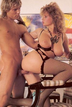 Порно фото большие ретро сиськи